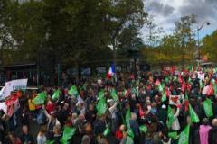 13h : la foule place Edmond-Rostand