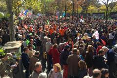 13h30 : la foule place Edmond-Rostand