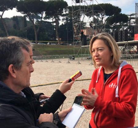 Image - Manif à Rome – ITW de Ludovine de La Rochère sur France Info