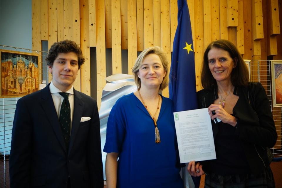 Image - Pétition contre la GPA : remise officielle au Conseil de l'Europe