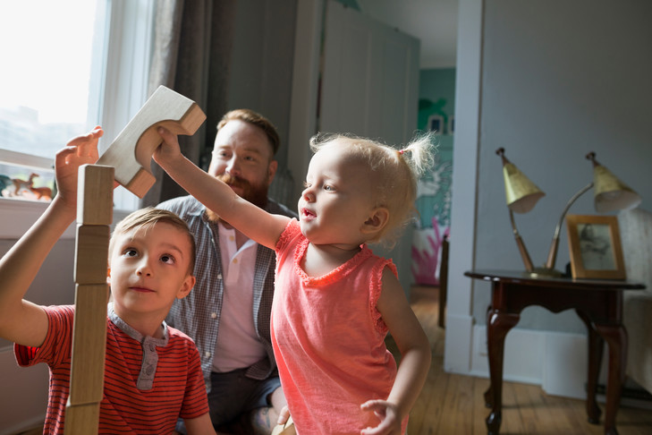 Image - La Croix titre : Un Français sur deux s'inquiète des effets de la politique familiale