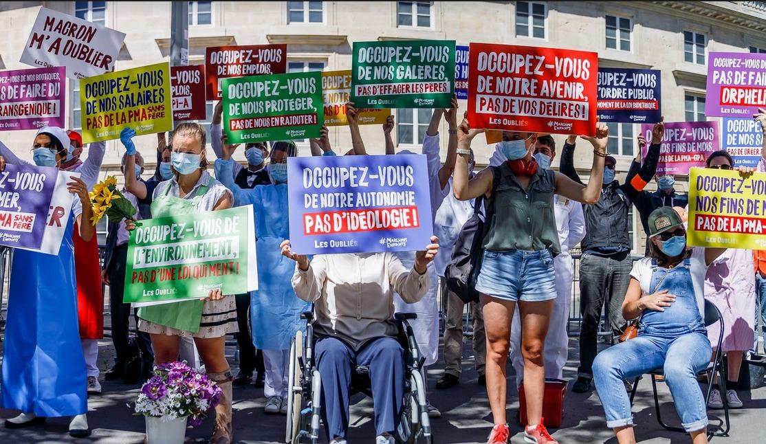 Image - 27 juillet 2020 : « Les Oubliés » – Action coup de poing devant l'Assemblée Nationale